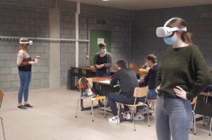 Romy (Mobilab&Care) geeft workshop voor de studenten